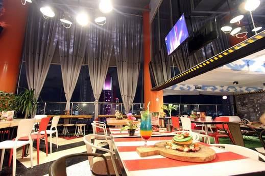 G Suites Hotel Surabaya - Restaurant