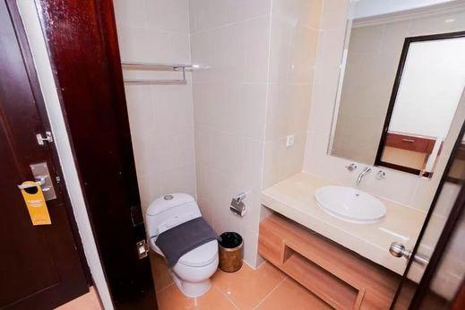 Brits Hotel Pangkalan Bun Kotawaringin Barat - Bathroom