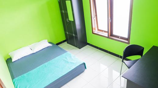 Truli Homestay Syariah Malang - bedroom