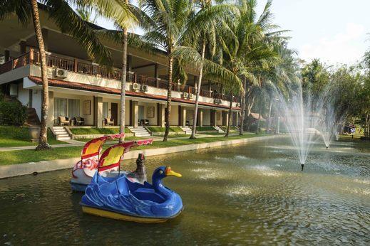 Puri Asri Hotel & Resort Magelang - Samping sungai