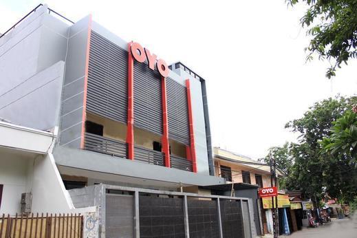 OYO 137 Permata Tawakal Jakarta - Facade