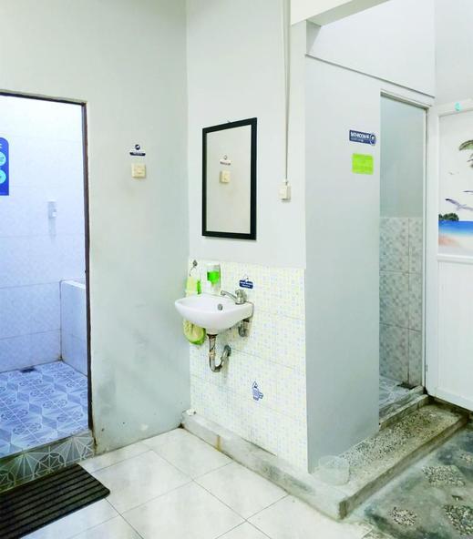 Mitra House Pontianak Pontianak - Bathroom