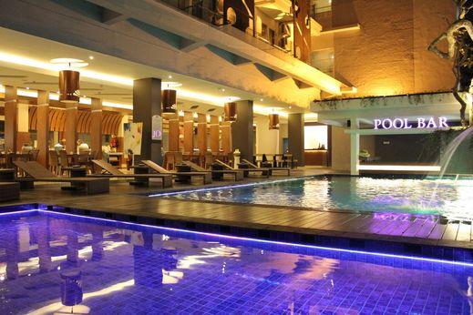 Crystal Lotus Hotel Yogyakarta - Pool
