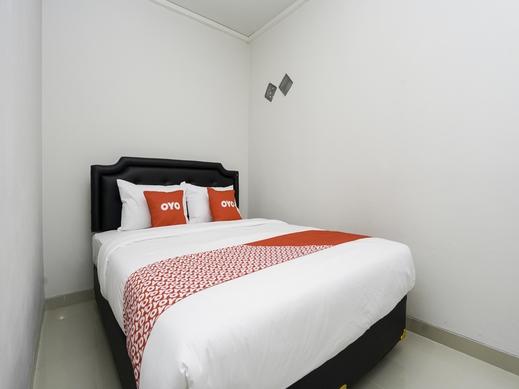 OYO 1985 F7 Residence Surabaya - Guest Room