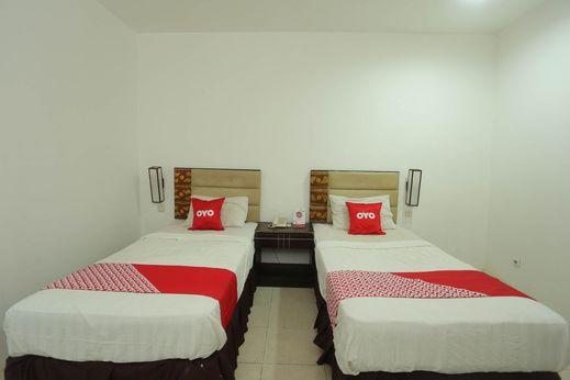 OYO 1724 Hotel Sembilan Sembilan Banjarmasin - Bedroom