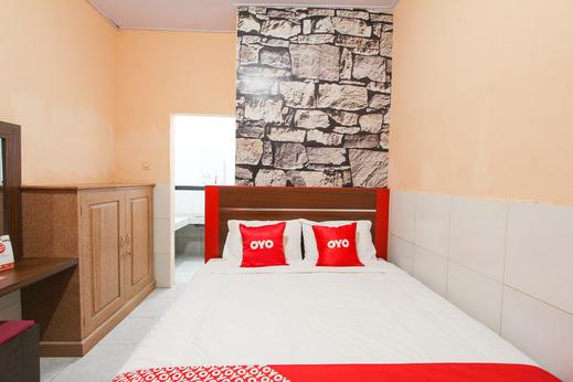 OYO 1594 Al Firdausi Residence Banyuwangi - Bedroom