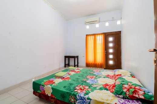 Gria Gowes Homestay Yogyakarta - Queen Bed