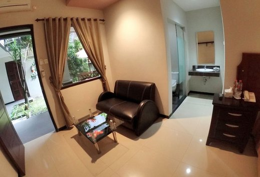 D'Fresh Hotel & Resto Malang - Living Area