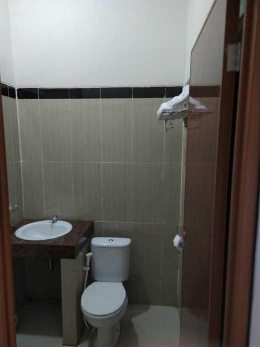 UNP Hotel & Convention Padang - toilet