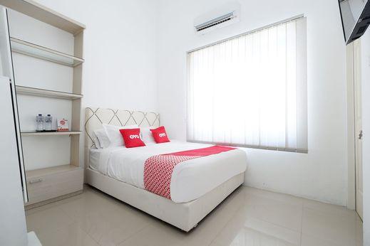 OYO 1888 Griya RW Family Guest House Solo - Bedroom