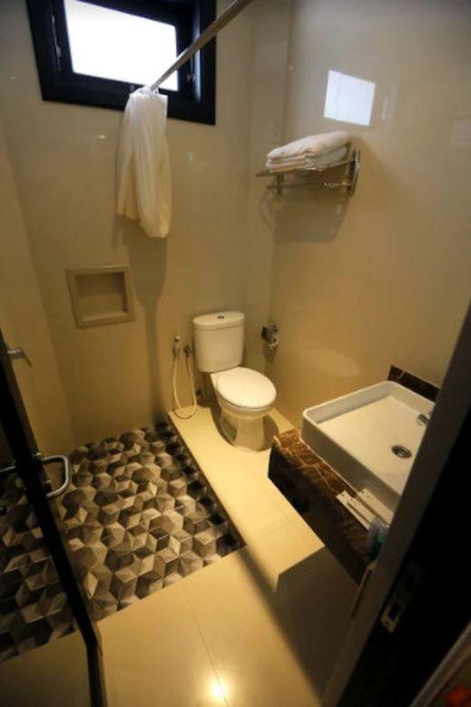 New Surya Hotel Banyuwangi - Bathroom