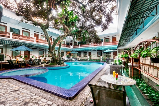 Sahira Butik Hotel Bogor - Kolam Renang