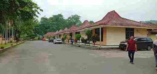 Capital O 3094 Hotel Cleopatra Sukabumi - Facade