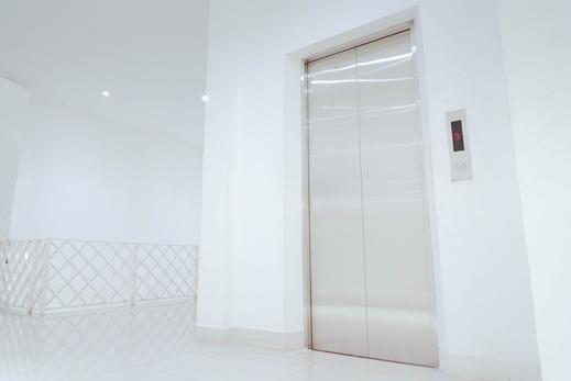 The Radiant Center Tangerang Selatan - Lift Tamu