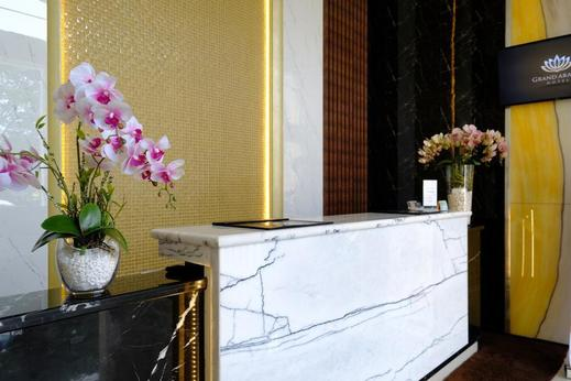 Grand Arabia Hotel Banda Aceh - receptionist