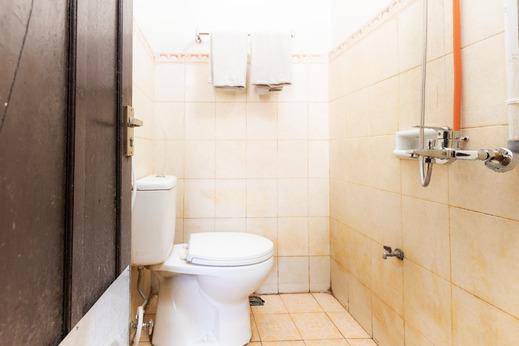 OYO 1758 Wisma Pelita Mas Makassar - Bathroom