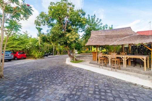 Tirai Bambu Jimbaran Bali - Tempat Parkir