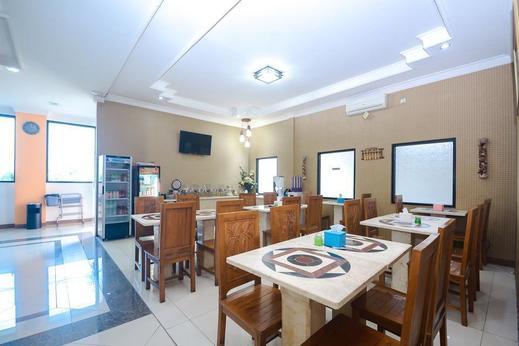 Airy Sadang Veteran 1 Purwakarta - Restaurant