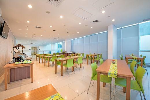 Whiz Prime Balikpapan - Restaurant