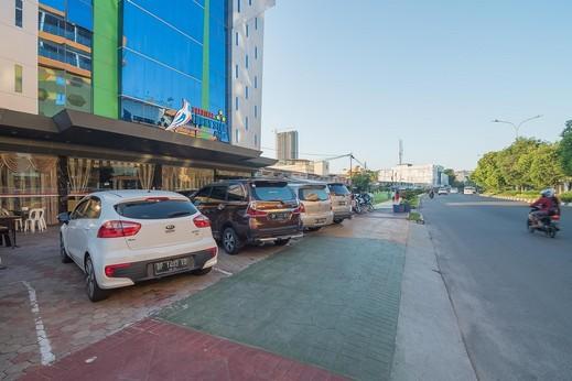 RedDoorz Premium near Grand Batam Mall Batam - Photo