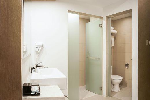 Aston Kemayoran City Hotel Jakarta - Bathroom 2