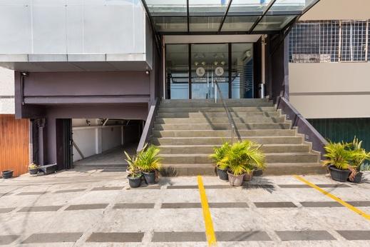 OYO 3735 Liv Hotel Jakarta - Facade