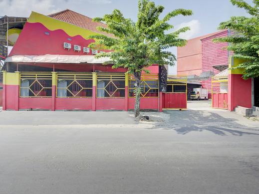 OYO 3198 Sukomanunggal Inn Surabaya - Facade