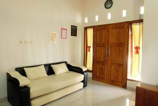 Simply Homy Guest House UMY Yogyakarta - Living Room
