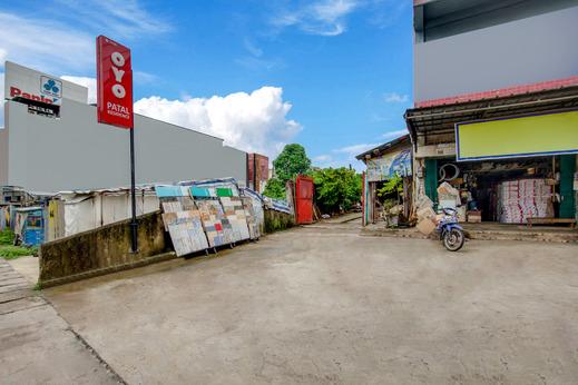 OYO 1035 Patal Residence Palembang - Facade