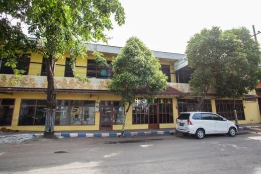 RedDoorz @ Panglima Sudirman Probolinggo - Exterior