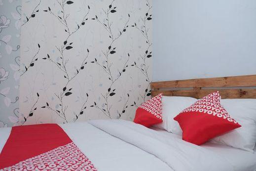 OYO 1380 Velodrome Family House Syariah Malang - Bedroom