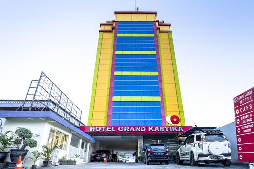 Capital O 1083 Hotel Grand Kartika Samarinda - Facade