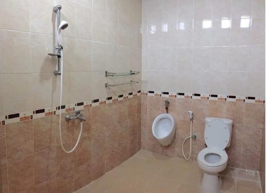 Manyar Sewu Homestay Yogyakarta - Bathroom