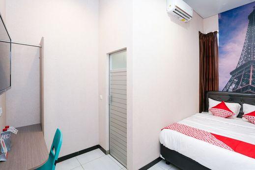 OYO 1143 Willow Residence Surabaya - Bedroom