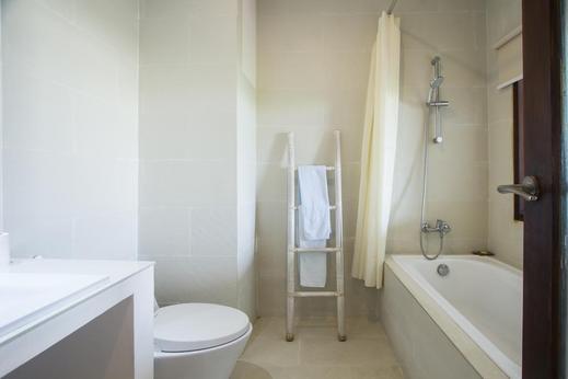 Soraya Studio Apartement Bali - Bathroom