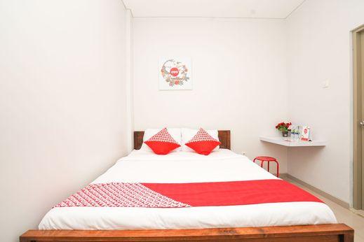 OYO 318 K1 Residence Surabaya - Bedroom