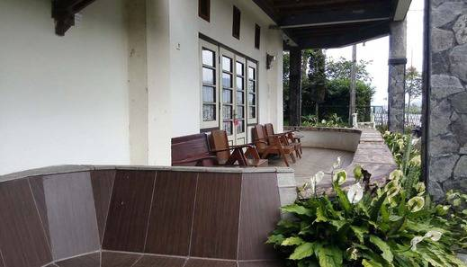 Pondok Buah Sinuan Bandung - Private Terrace with Exotic View