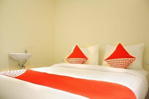 OYO 148 Cempaka Place Homestay Near Jakarta Islamic Hospital Jakarta - Bedroom