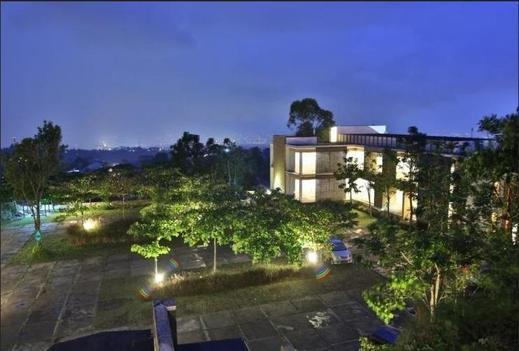 Stevie G Hotel Bandung - Surroundings
