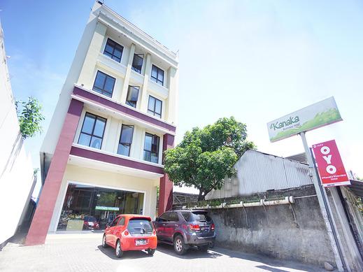 OYO 1993 Hotel D'kanaka Riverview Manado - Facade