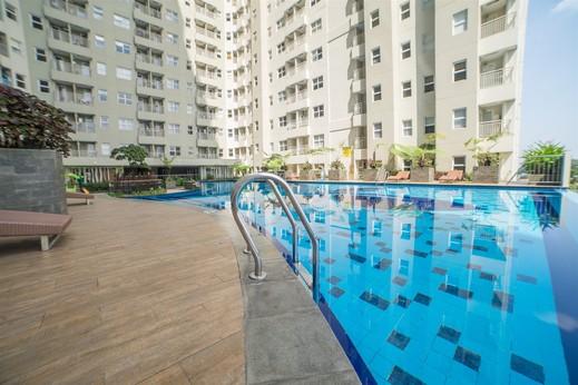 Strategic 2BR Parahyangan Residence Apartment By Travelio Bandung - Kolam renang