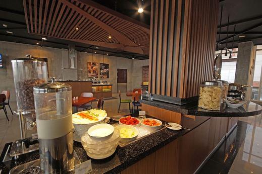 PrimeBiz Hotel Tegal - Breakfast Area