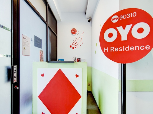 OYO 90310 H Residence Jakarta - Reception