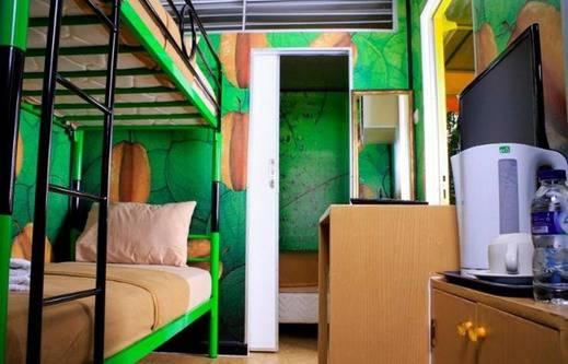 D'Cabin Hotel Container Mekarsari Bogor - Kamar tamu
