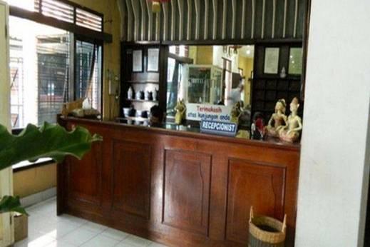 Hotel Atina Solo - Resepsionis
