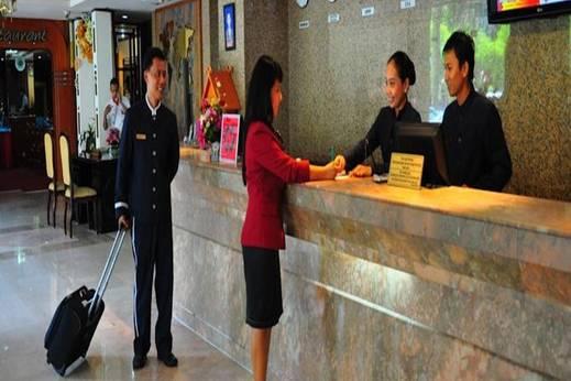 Nagoya Plasa Hotel Batam - Receptionist