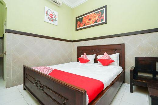 OYO 1588 Hotel Bintang Tuban - Bedroom