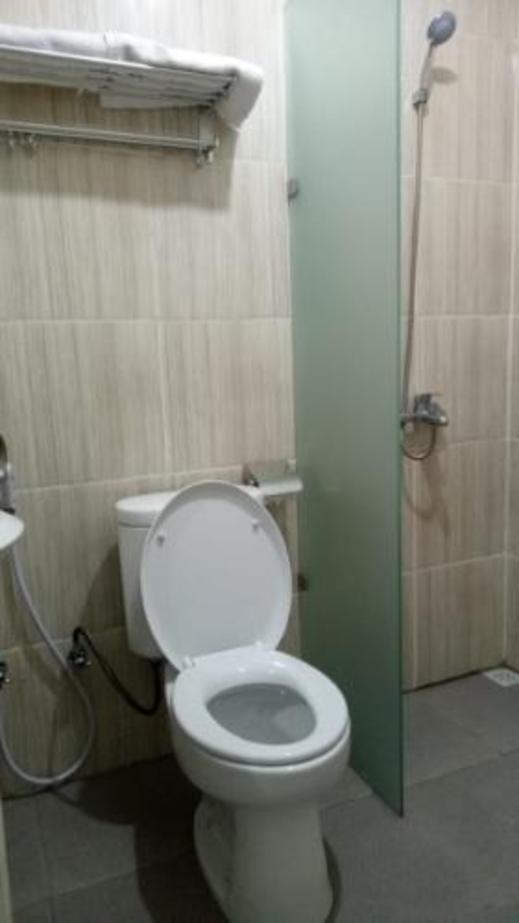 Patmos Guest House Jayapura - Bathroom