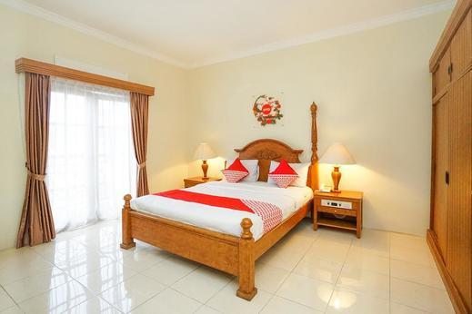 OYO 395 Tretes Raya Hotel Pasuruan - Bedroom