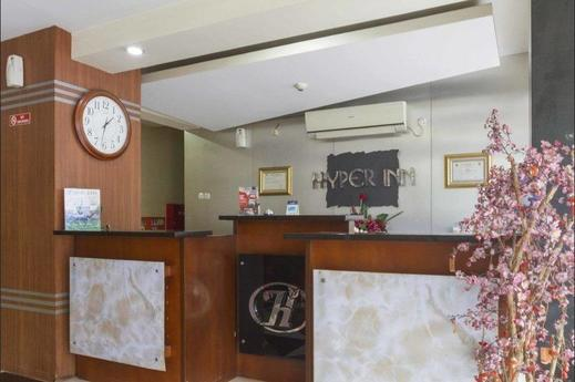 RedDoorz @ Paskal Hyper Square Bandung - Reception